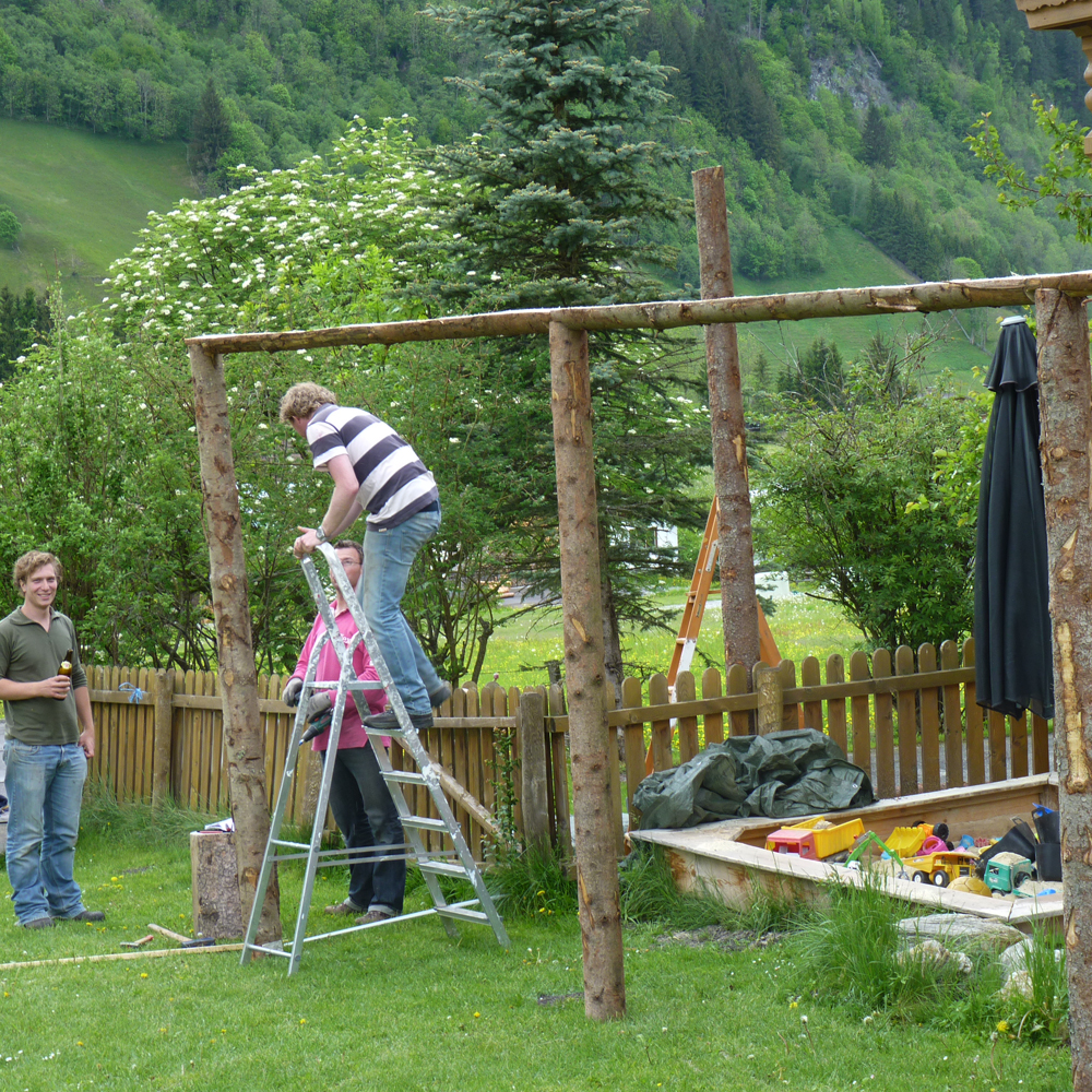 The making of the pergola van boomstammen weblog de berghut - Omslag van pergola ...